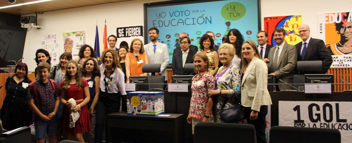 Escolares de toda España van al Congreso a pedir compromiso con el Derecho a la Educación en el mundo